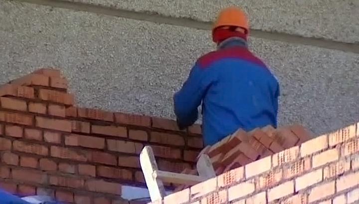 В столице с 5-ого этажа сорвалась строительная люлька срабочим