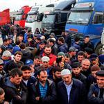 Тысячи дальнобойщиков ждут в Дагестане Медведева